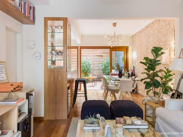 L004 - Casa aconchegante - 06 decoracao casa de vila sala integrada madeira clara pallet