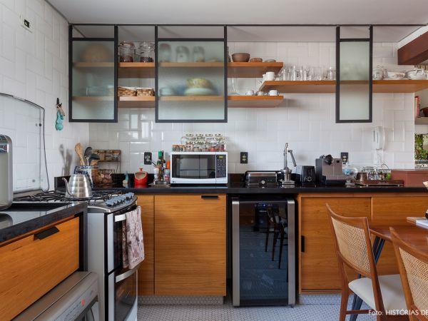 L005 - Apartamento detalhe concreto - 15 decoracao apartamento cozinha armario portas suspensas