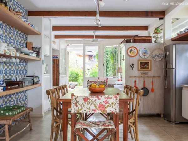 L003 - Casa com jardim - 20 decoracao casa de praia sala jantar ladrilhos hidraulicos madeira