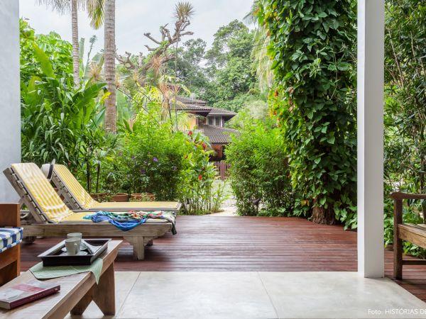 L003 - Casa com jardim - 05 decoracao casa de praia varanda deck paisagismo plantas