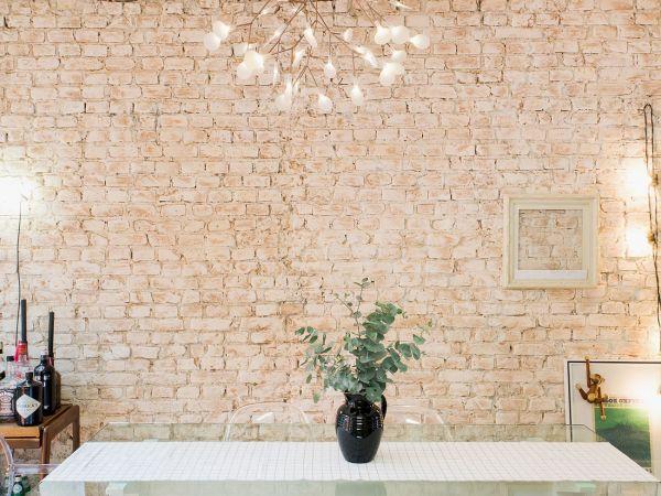 L004 - Casa aconchegante - 14 decoracao casa de vila sala de jantar parede de tijolinho